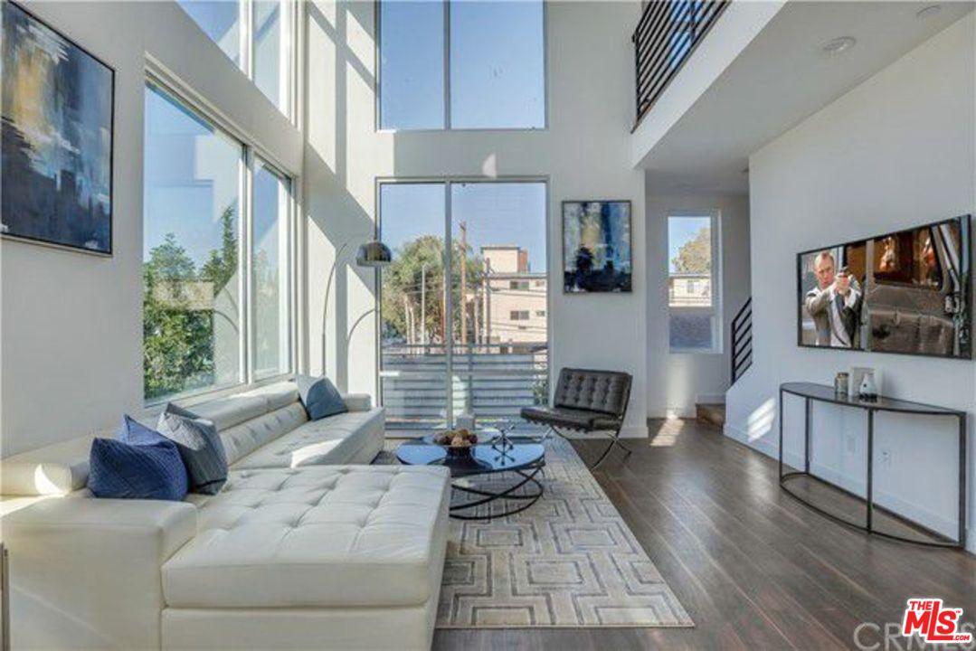 Photo of 6014 N BEACHWOOD LN, Hollywood, CA 90038