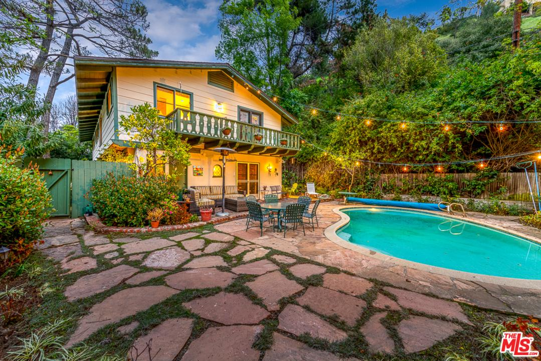Photo of 1526 ROSCOMARE RD, Los Angeles, CA 90077