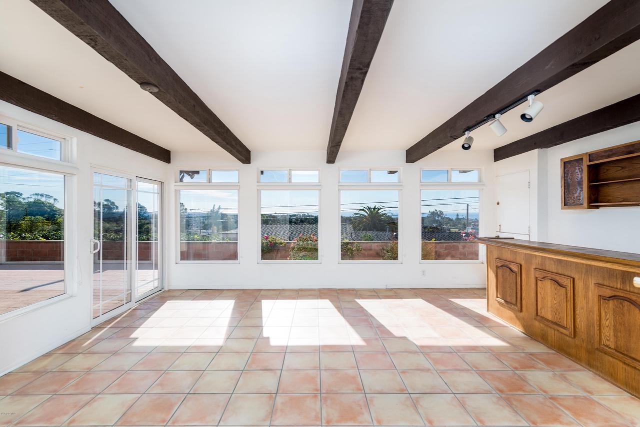 2448 SHERWOOD, Ventura, CA 93001 - Beautiful Sunroom