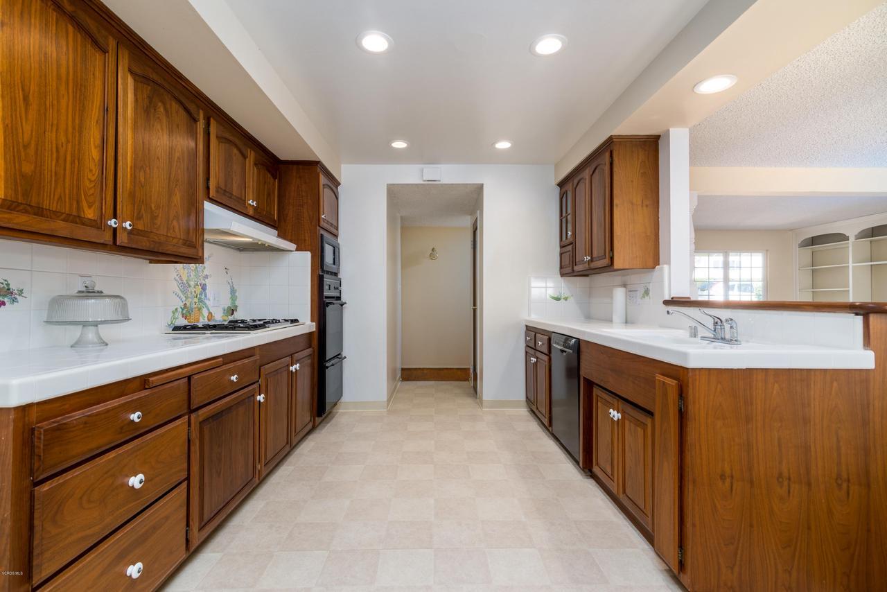 2448 SHERWOOD, Ventura, CA 93001 - Kitchen