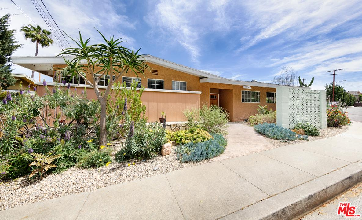 Photo of 3906 STONEVIEW DR, Culver City, CA 90232