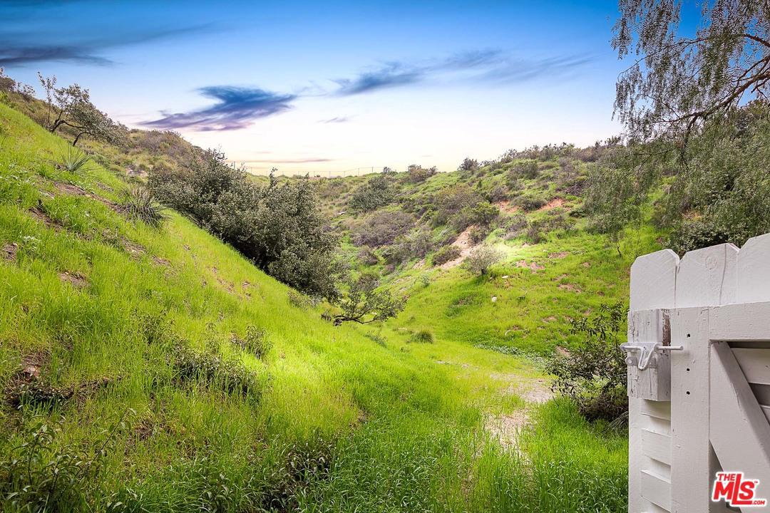 3056 ARROWHEAD, Los Angeles (City), CA 90068