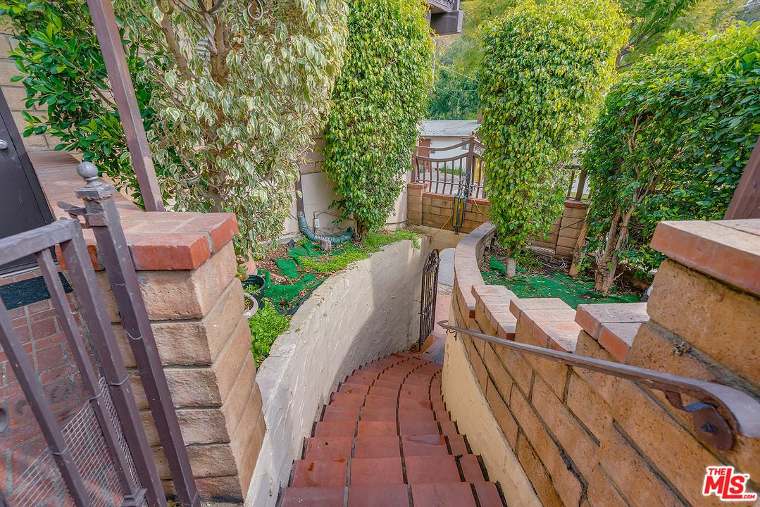 2297 HOLLY, Los Angeles (City), CA 90068