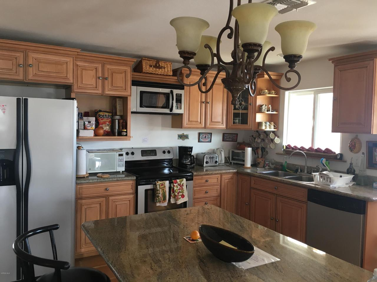 74784 FOOTHILL, 29 Palms, CA 92277 - Kitchen Island