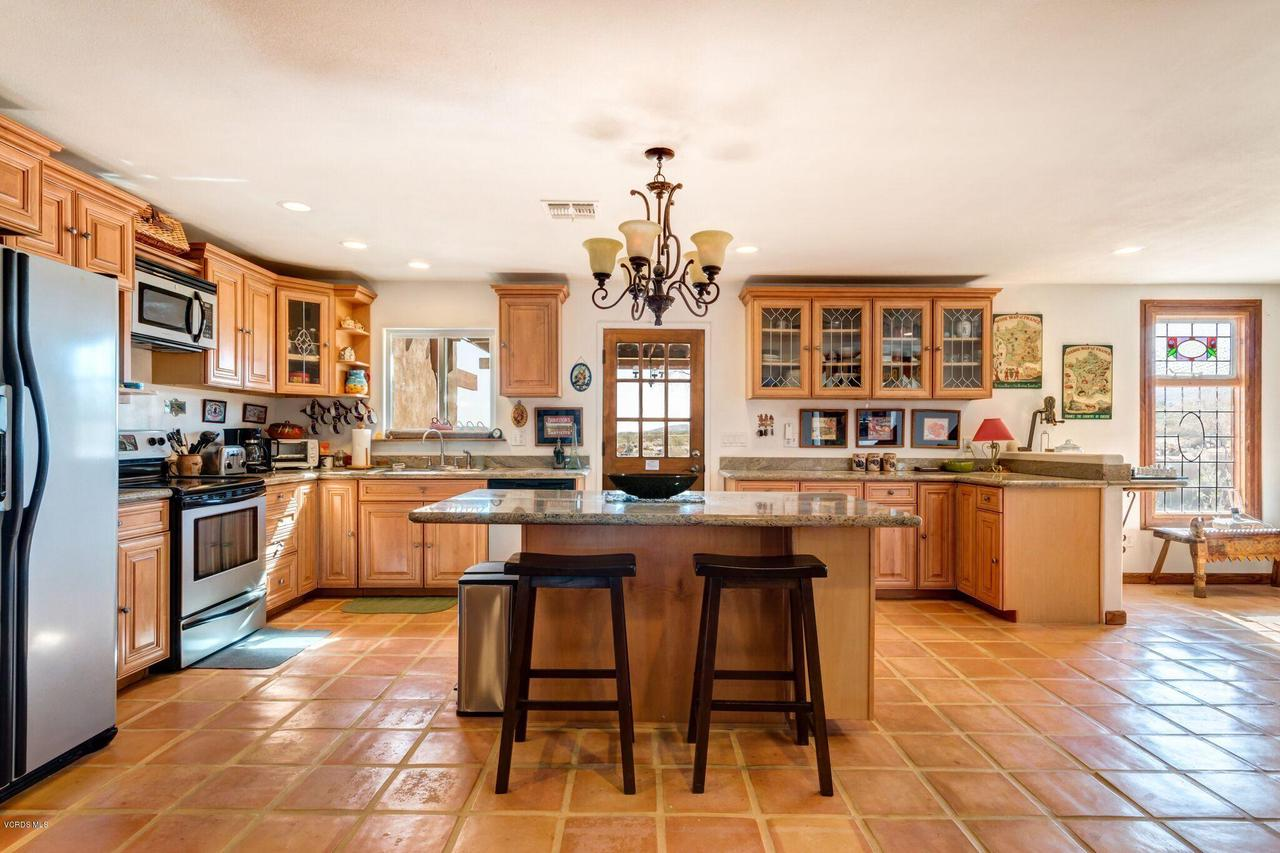 74784 FOOTHILL, 29 Palms, CA 92277 - KITCHEN FULL