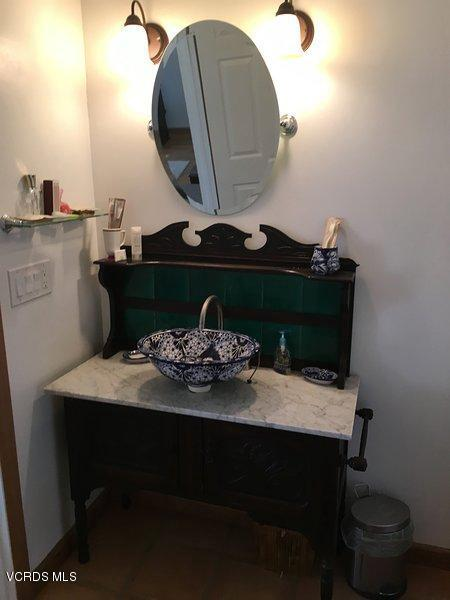 74784 FOOTHILL, 29 Palms, CA 92277 - Antique Sink
