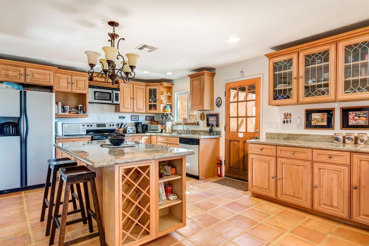 74784 FOOTHILL, 29 Palms, CA 92277 - Eat in kitchen