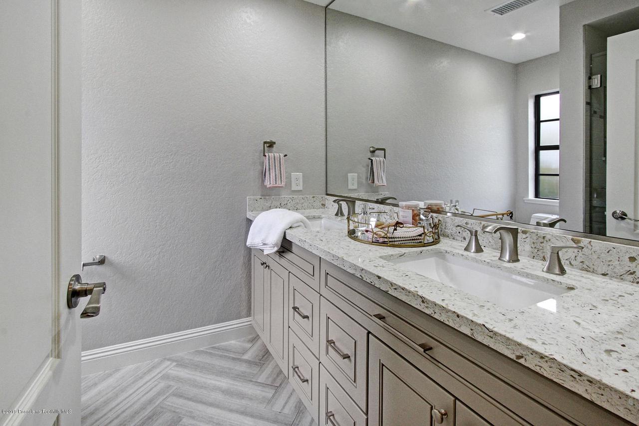 1137 FAIRVIEW, Arcadia, CA 91007 - 1137 Fairview Ave Arcadia master bathroo