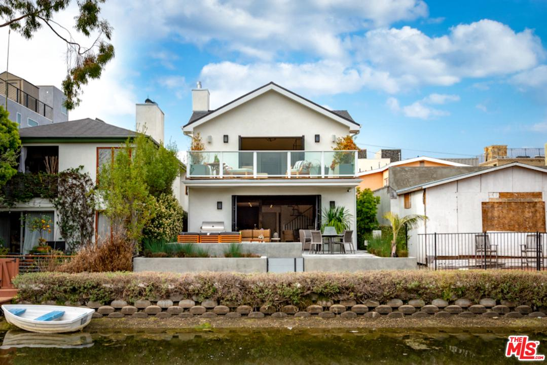 Photo of 219 HOWLAND CANAL, Venice, CA 90291