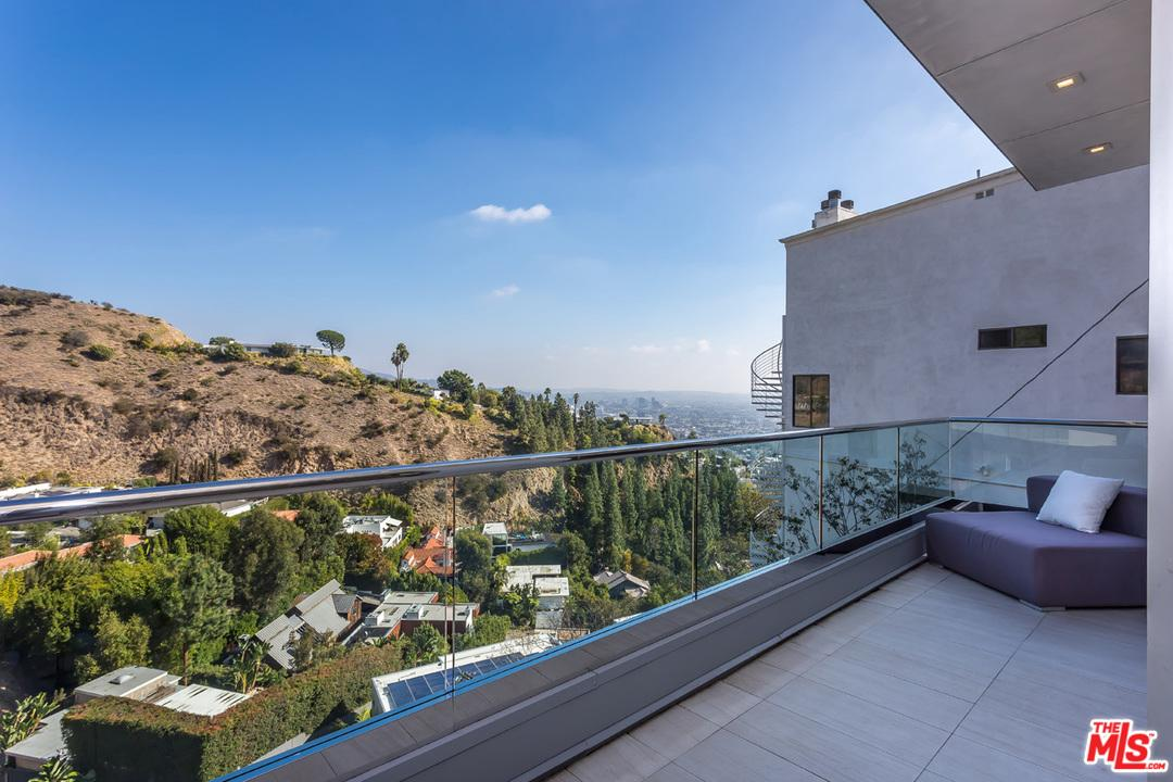 8540 HILLSIDE, Los Angeles (City), CA 90069
