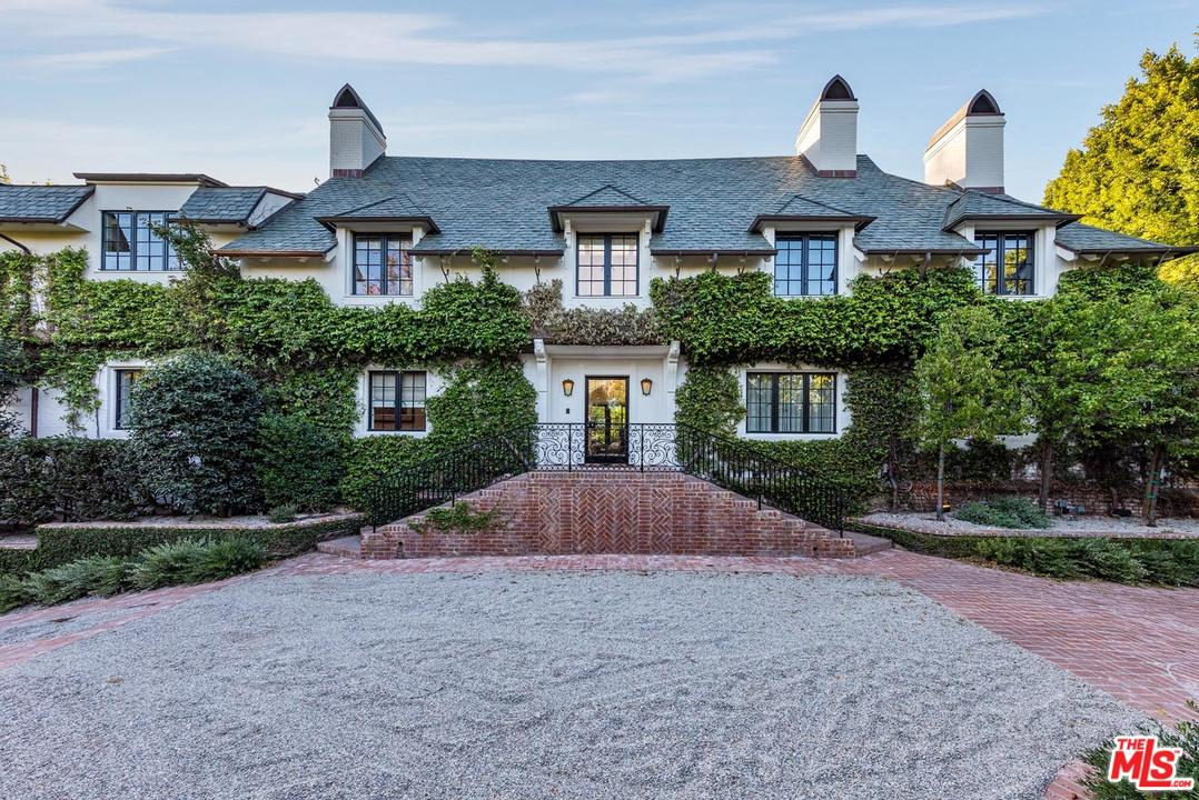 Photo of 825 LOMA VISTA DR, Beverly Hills, CA 90210