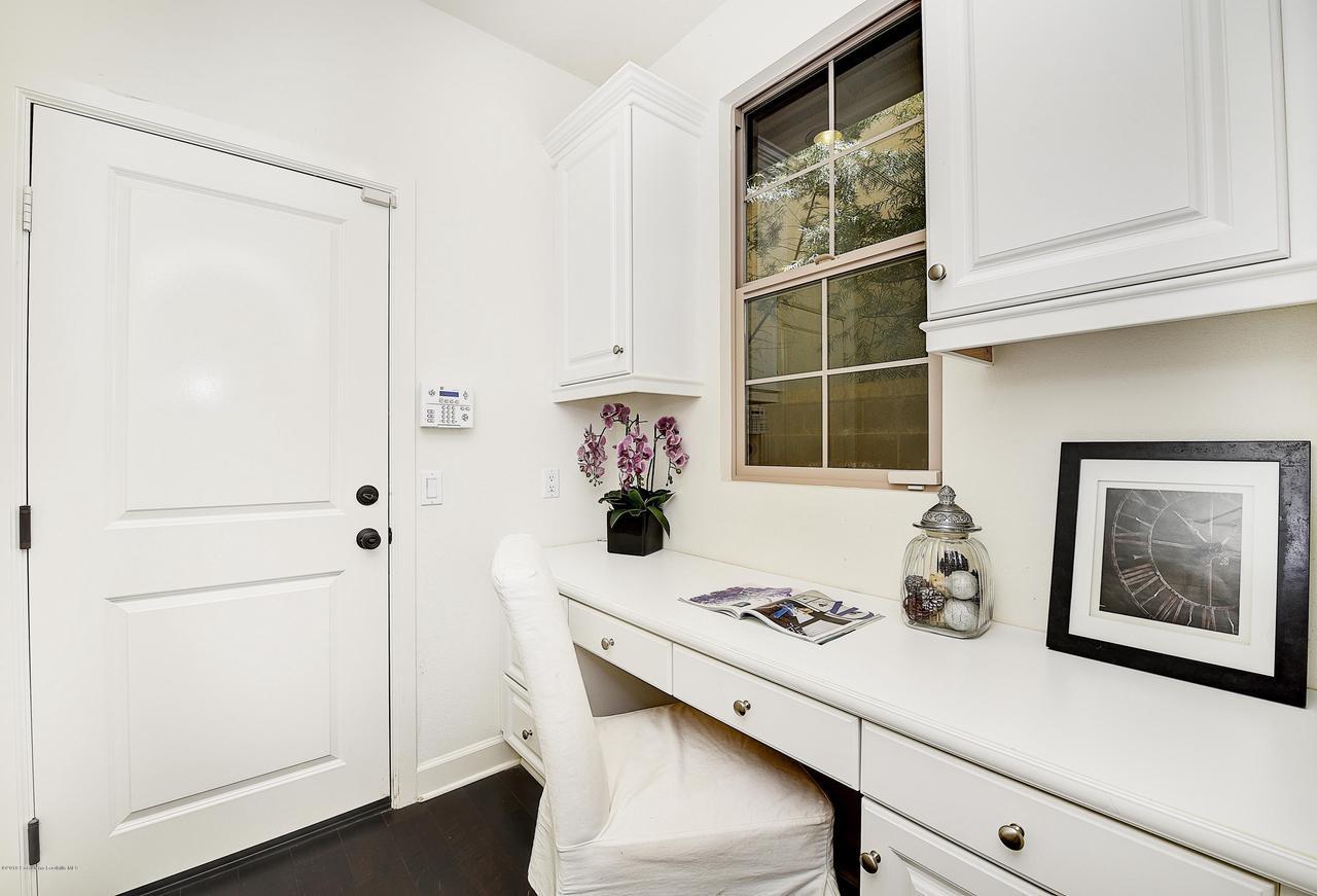 27 LAND BIRD, Irvine, CA 92618 - Office nook with entry to garage