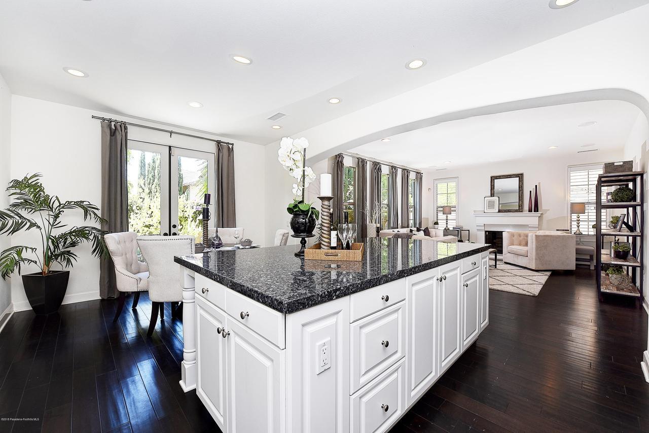 27 LAND BIRD, Irvine, CA 92618 - Kitchen and family room