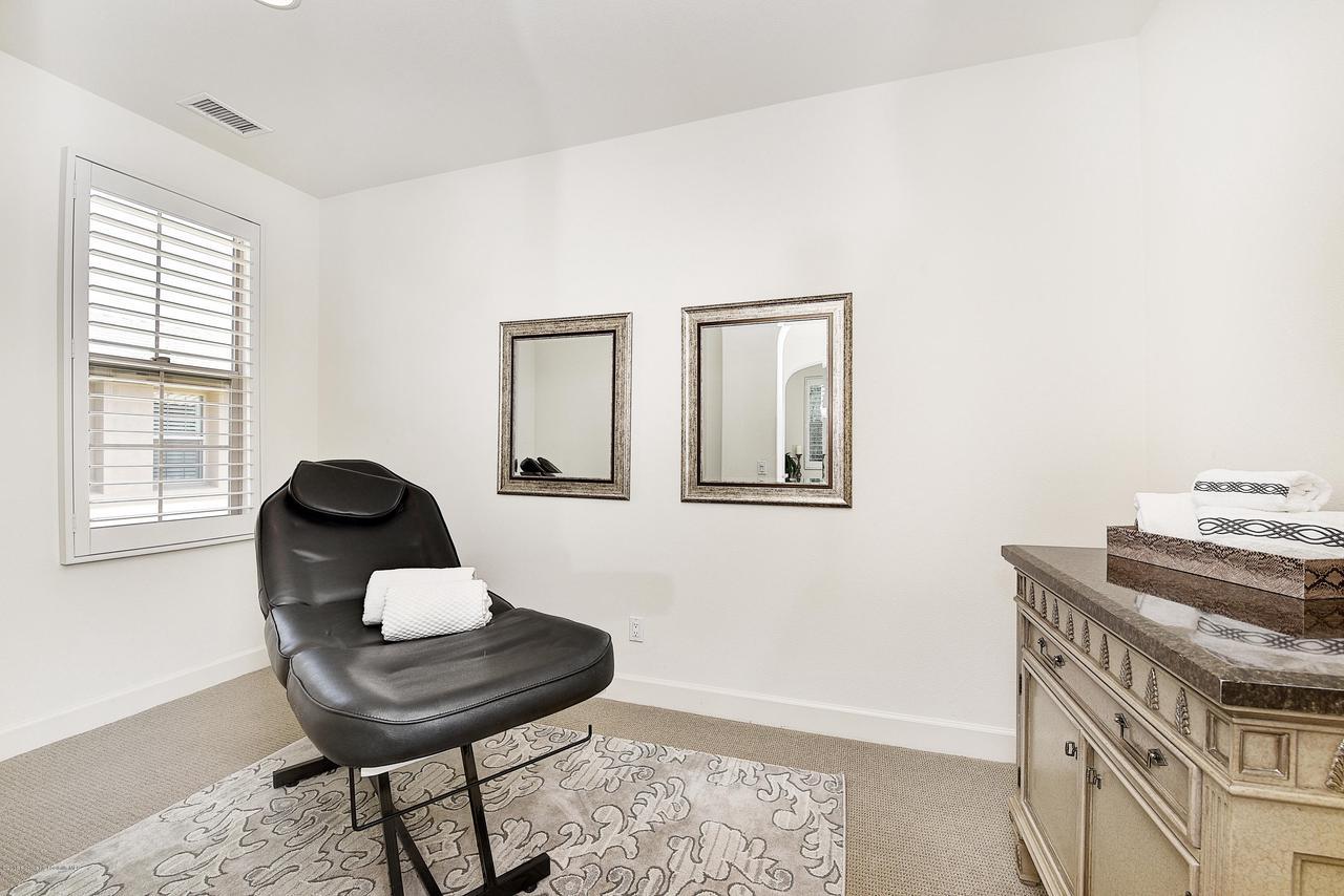 27 LAND BIRD, Irvine, CA 92618 - Wellness room