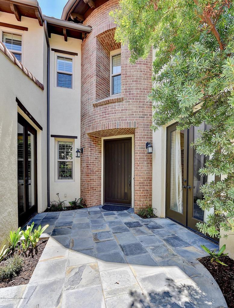 27 LAND BIRD, Irvine, CA 92618 - Front entryway