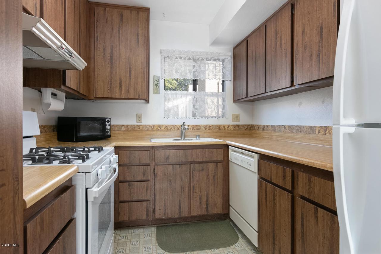 5711 MORRO BAY, Ventura, CA 93003 - 5711 Morro Bay Lane-007-7-Kitchen-MLS_Si