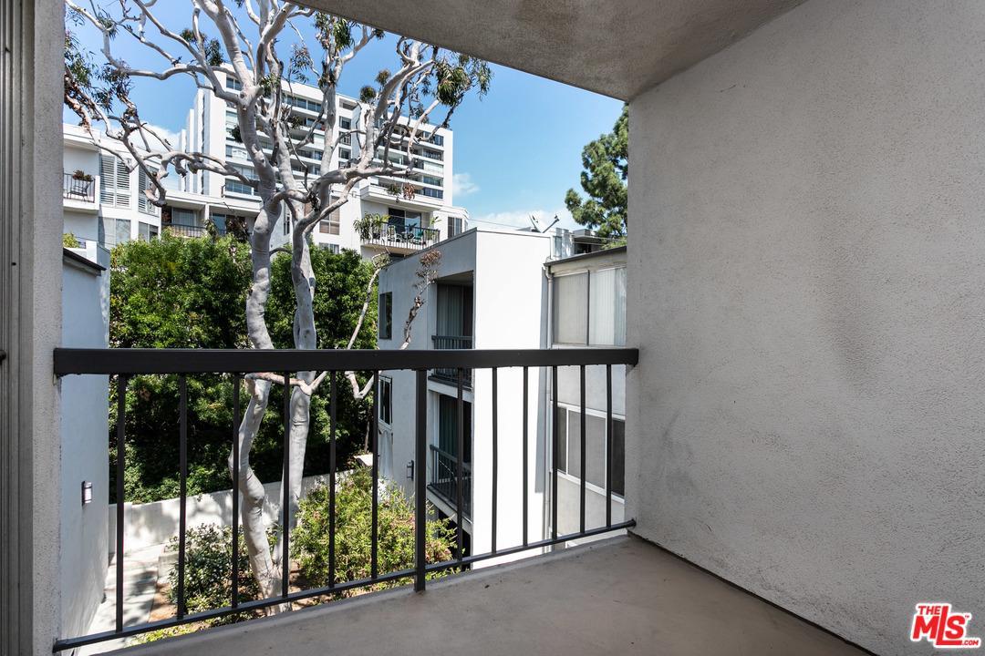 8535 WEST KNOLL, West Hollywood, CA 90069