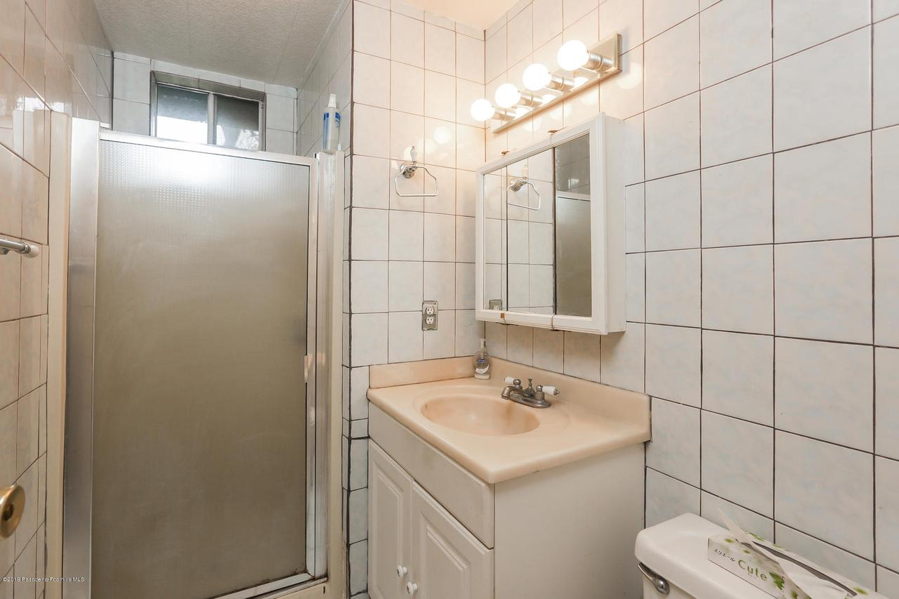 701 ORANGE GROVE, Pasadena, CA 91104 - 012-photo-bathroom-6820513