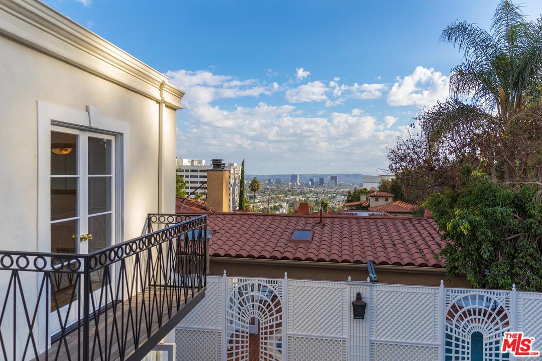 1447 QUEENS, Los Angeles (City), CA 90069