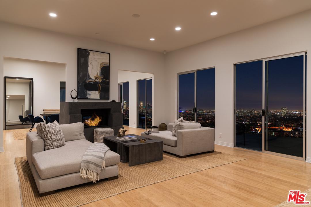 2069 GRAMERCY, Los Angeles (City), CA 90068