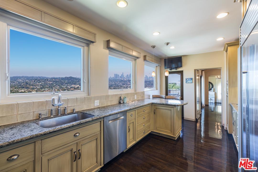2745 GLENDOWER, Los Angeles (City), CA 90027