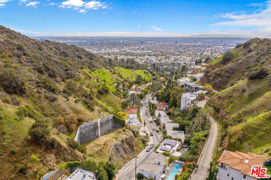 2052 CURSON, Los Angeles (City), CA 90046
