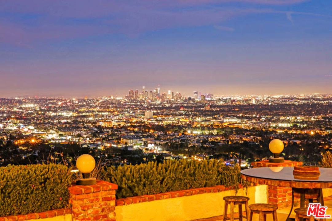 8211 BELLGAVE, Los Angeles (City), CA 90069