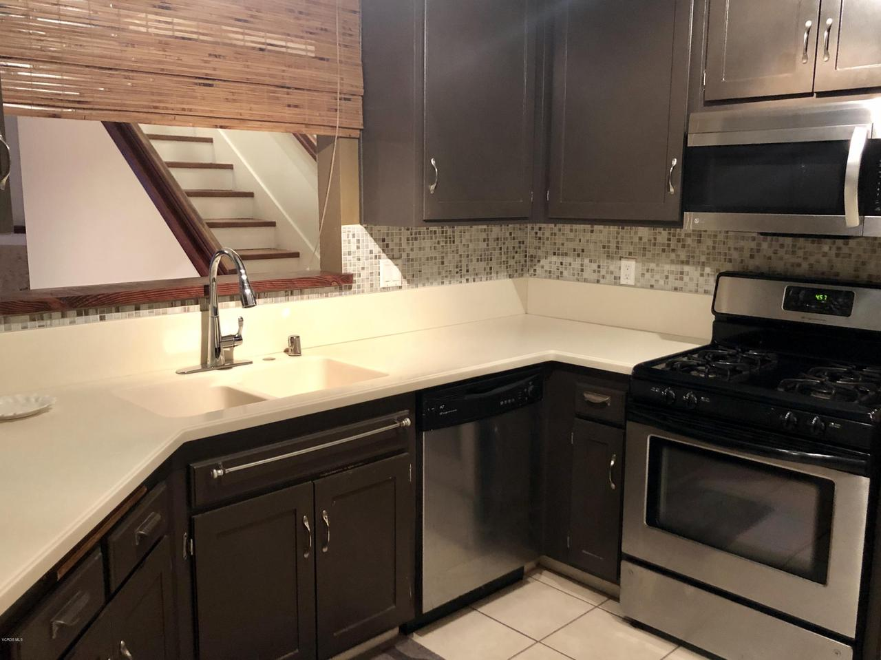 707 ISLAND VIEW, Port Hueneme, CA 93041 - KITCHEN/VIEW TO LIVING AREA
