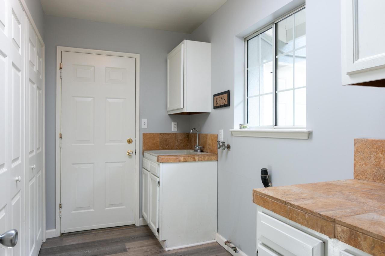 1694 RICE, Ojai, CA 93023 - 1694 S Rice Rd-print-026-39-Laundry Room