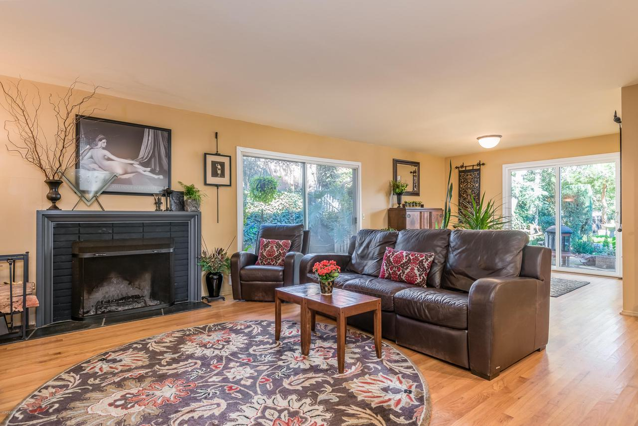 392 SAUL, Ventura, CA 93004 - 009_05-Living Room