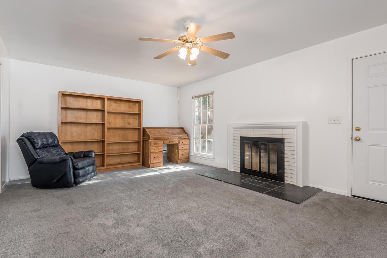 392 SAUL, Ventura, CA 93004 - 033_29-Living Room-Guest Home