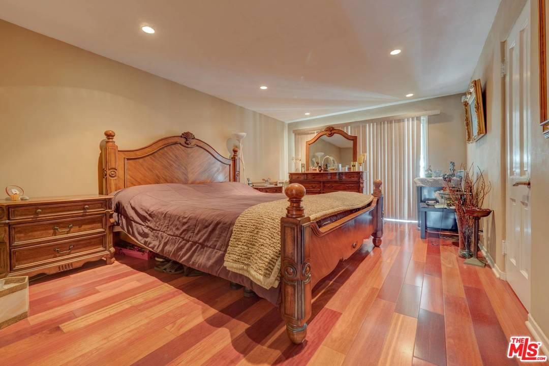 138 DOHENY, Beverly Hills, CA 90211