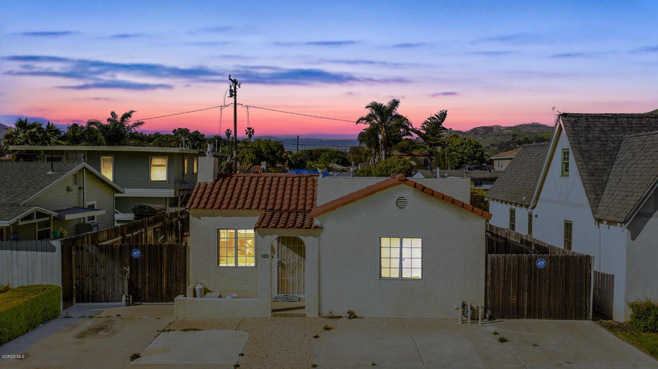 103 VINCE, Ventura, CA 93001 - 4 (44)