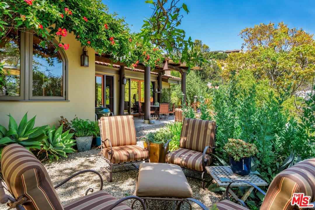 2525 OUTPOST, Los Angeles (City), CA 90068