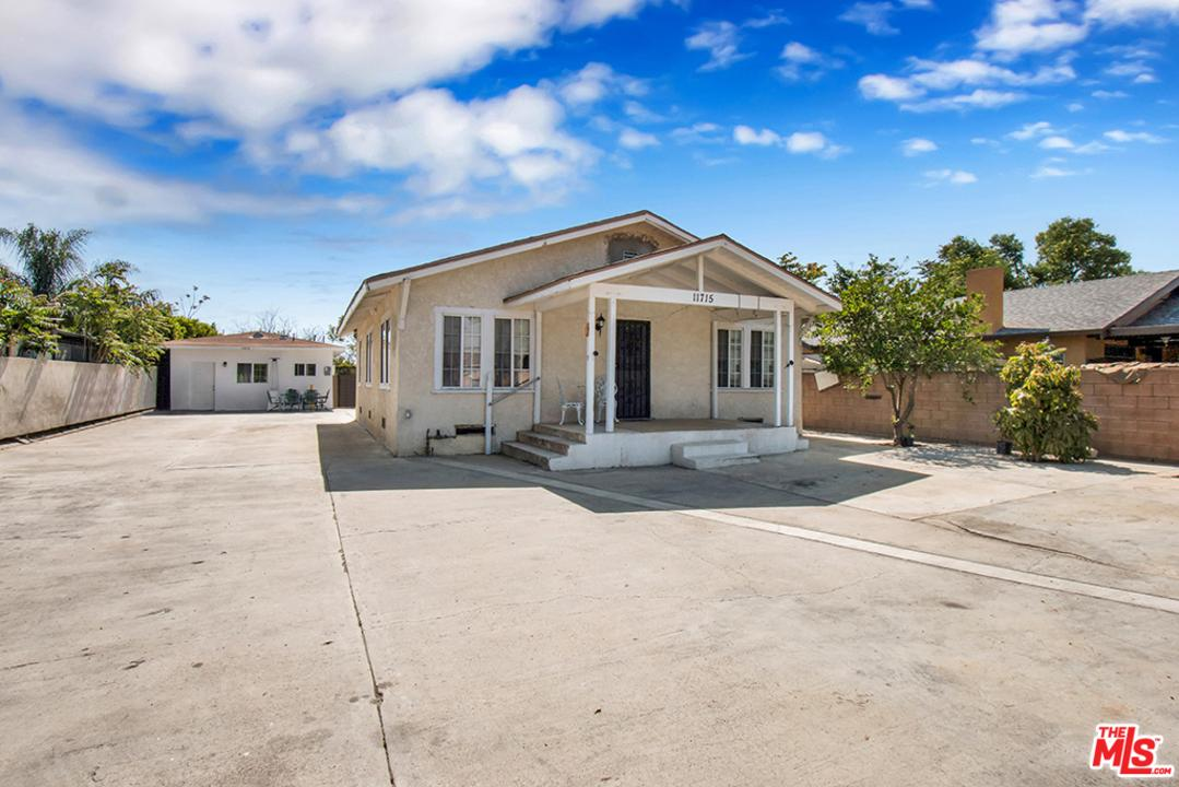 11715 GLENOAKS, San Fernando, CA 91340
