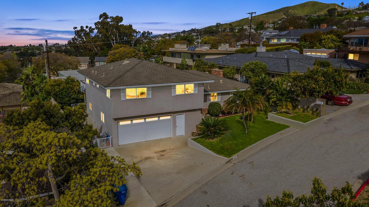 367 LYNN, Ventura, CA 93003 - 5 (44)