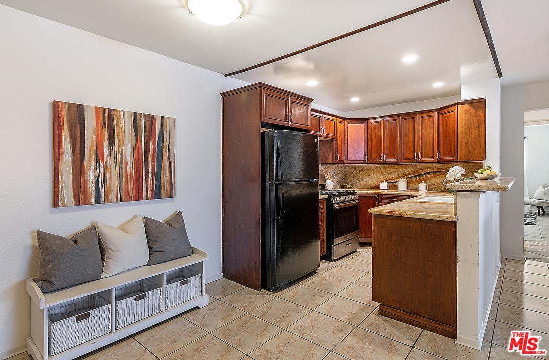 5252 COLDWATER CANYON, Sherman Oaks, CA 91401
