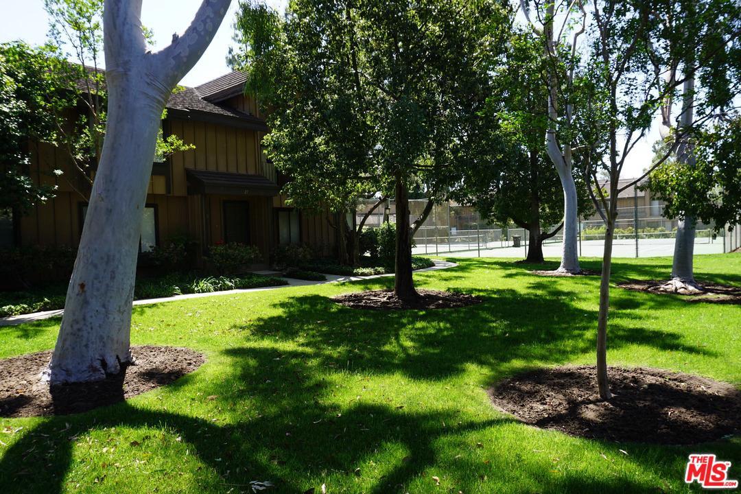 9751 RESEDA, Northridge, CA 91324