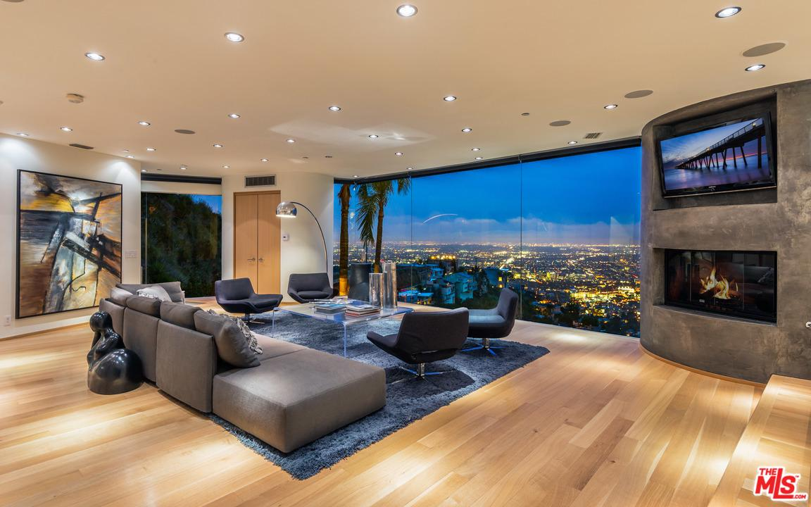 1724 VIEWMONT, Los Angeles (City), CA 90069