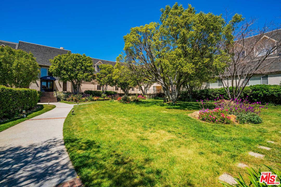 Photo of 2385 ROSCOMARE RD, Los Angeles, CA 90077