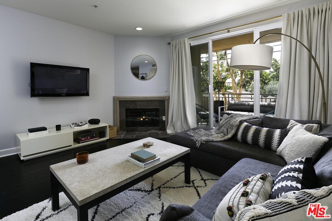 6038 CARLTON, Los Angeles (City), CA 90028