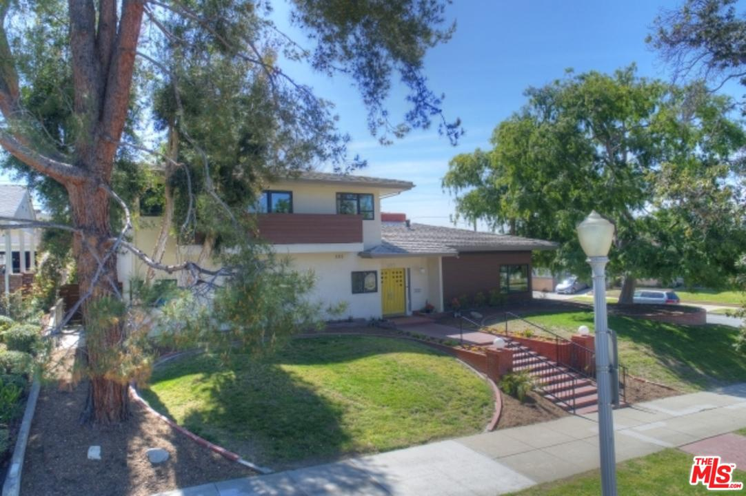 Photo of 500 AMHERST DR, Burbank, CA 91504