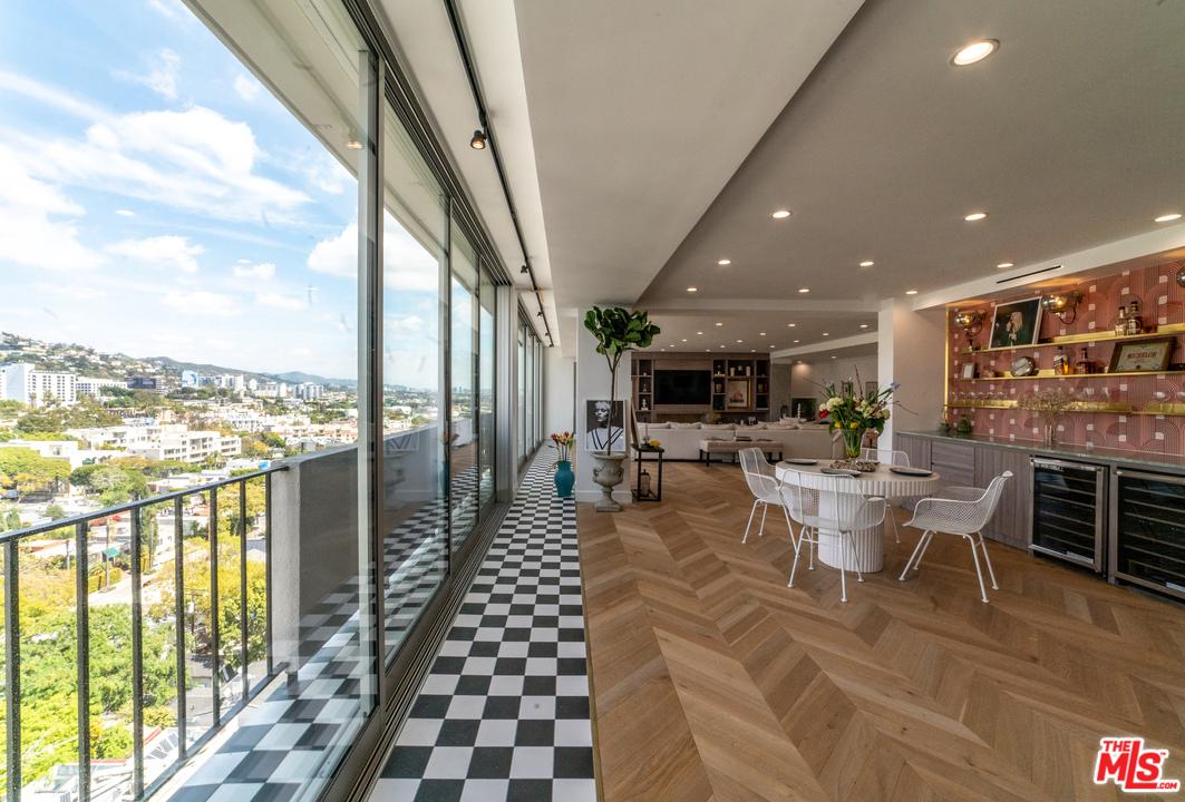 Photo of 818 N DOHENY DR, West Hollywood, CA 90069