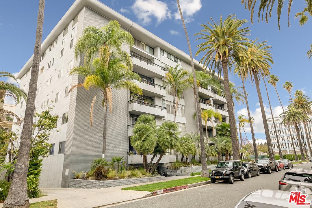 Photo of 121 S PALM DR, Beverly Hills, CA 90212