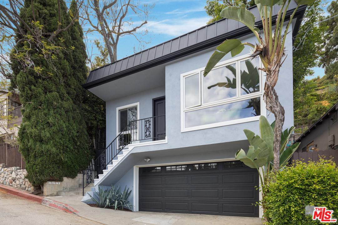 Photo of 8541 RIDPATH DR, Los Angeles, CA 90046