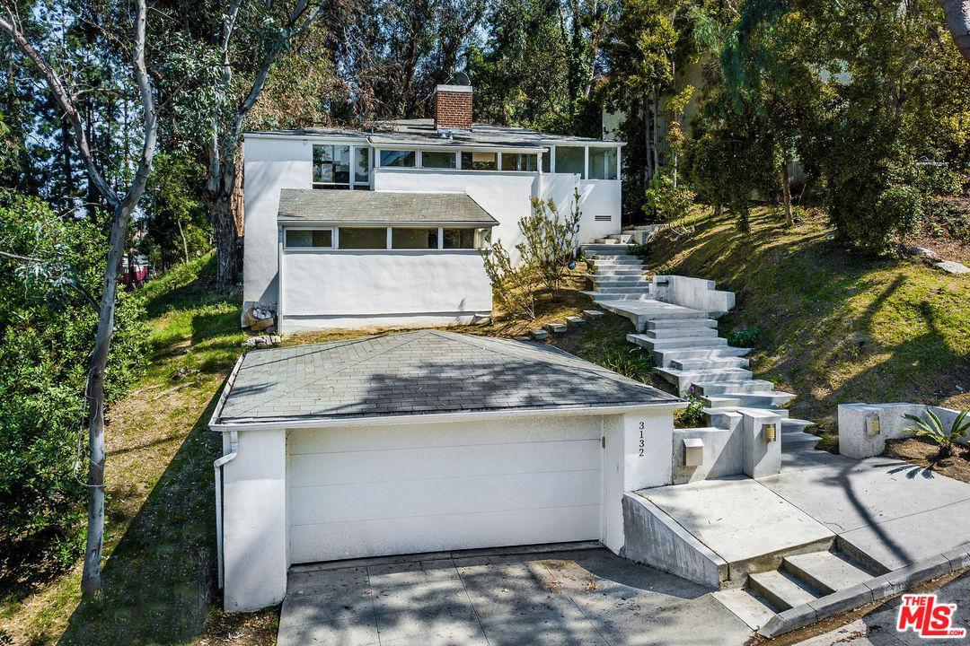 Photo of 3132 OAKCREST DR, Los Angeles, CA 90068
