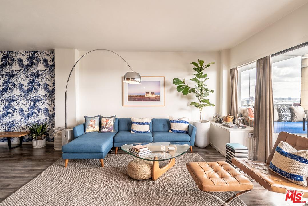 Photo of 999 N DOHENY DR, West Hollywood, CA 90069