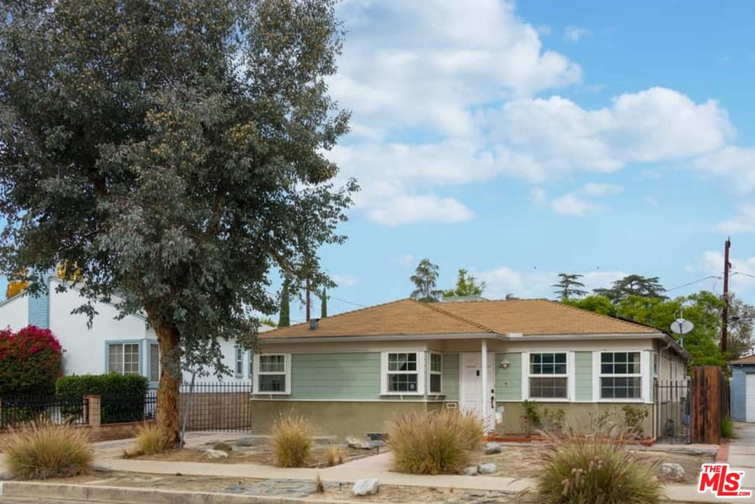 Photo of 11113 EMELITA ST, North Hollywood, CA 91601