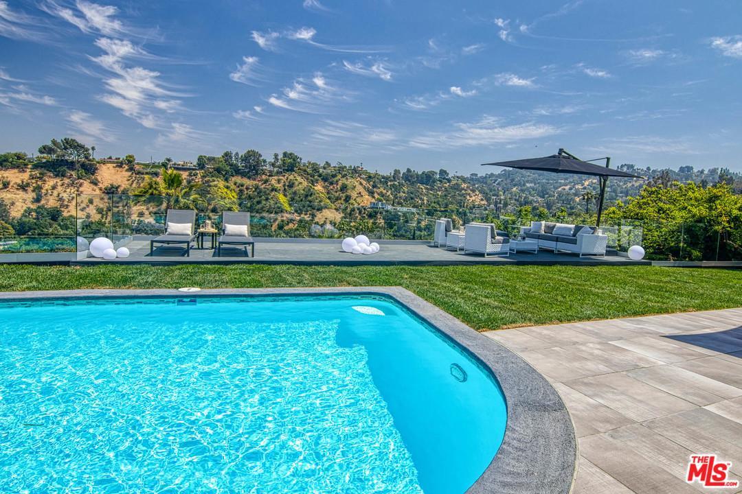 Photo of 15517 BRIARWOOD DR, Sherman Oaks, CA 91403