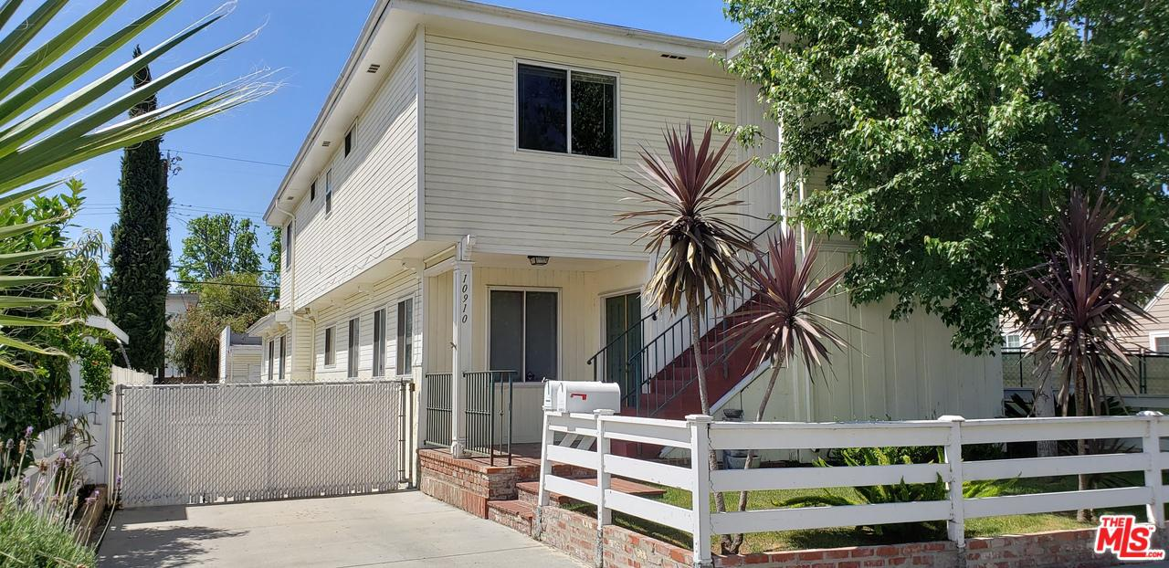Photo of 10910 HESBY ST, North Hollywood, CA 91601